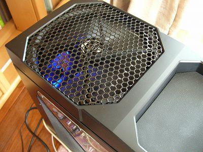 パソコン本体の上半分の面積を占めている冷却用のファン - COOLPIX 4800