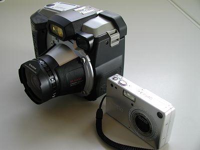 大きさ比較 富士フィルム BIGJOB DS-260HD vs PENTAX Optio S