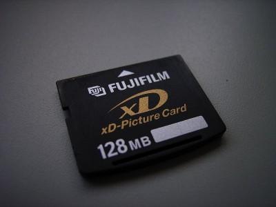 壊れた 128MB の xD ピクチャーカード