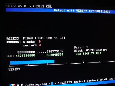 HDAT2 でハードディスクの診断中