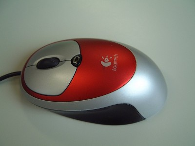 今まで使っていた Logitech のマウス - 富士フィルム FinePix 4700Z
