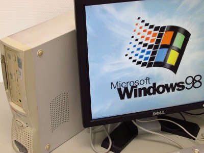 久しぶりに Windows 98 のロゴを見ました