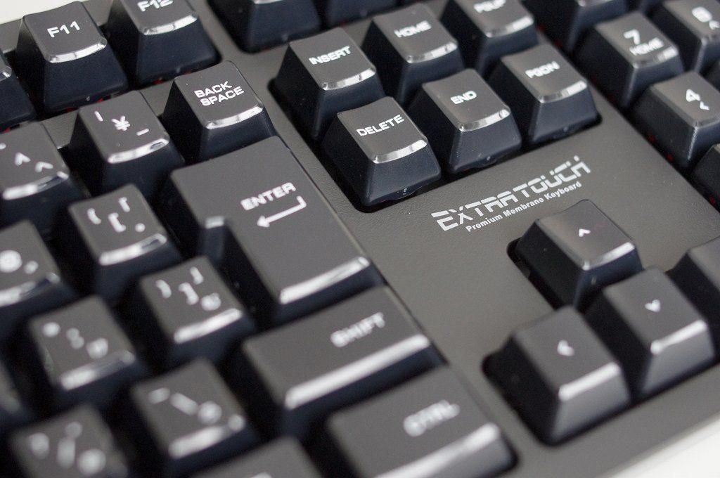 ELECOM のキーボード TK-FCM094HBK